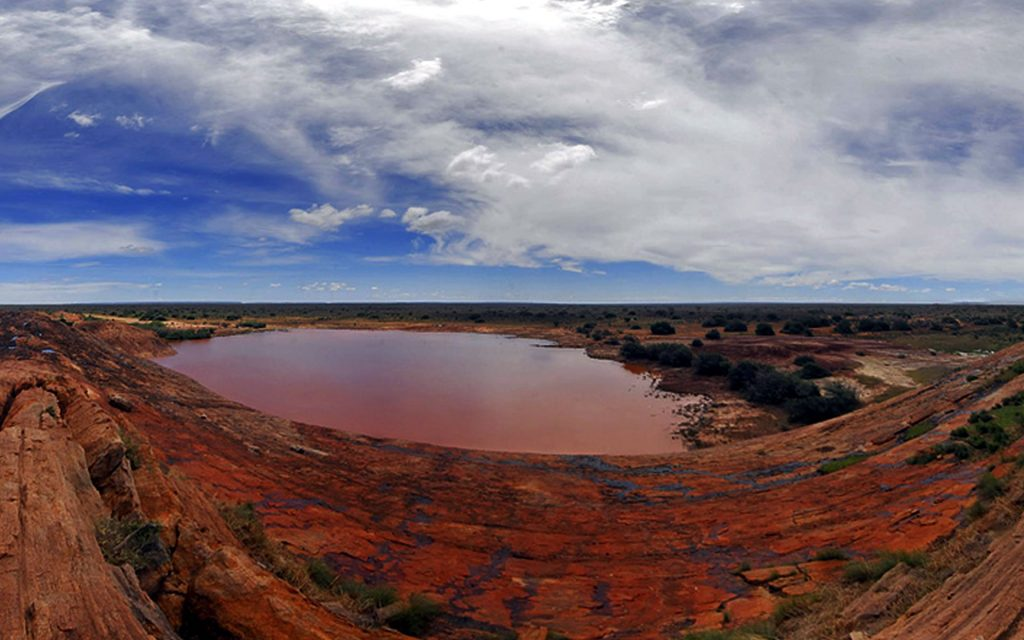 Mudanda Rock in Tsavo East National Park is famous for its photo opportunities. From here you get unique endless panoramic views of the two national parks.
