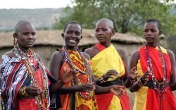 João Amado shares his passionate encounter with the Maasai of Kenya. He particularly remembers with fondness their loved colour and the smiles of the women.