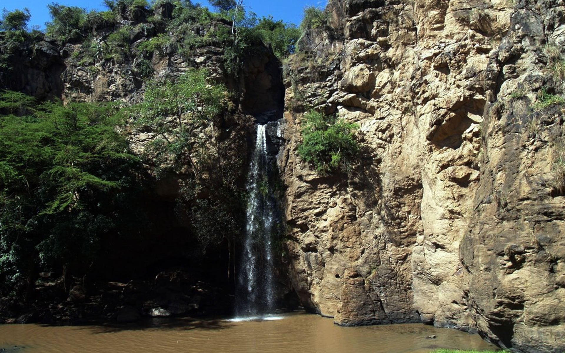 Makalia Fall has a beautiful campsite that sits on a green clearing close to the water where visitors are kept company by impalas which come to graze near the tents.